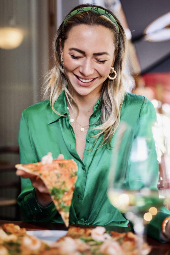 Cantinetta Gast isst Steinofenpizza